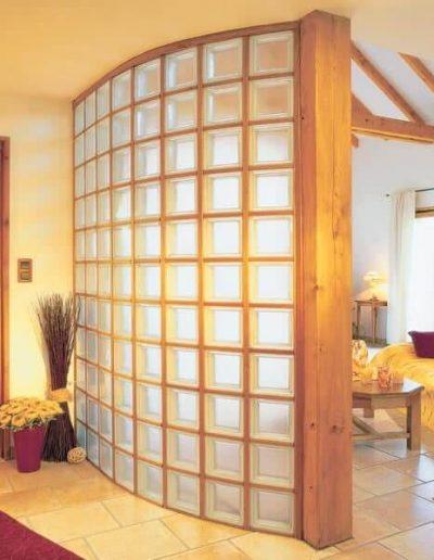 Ściana z luksferów łukowa w systemie drewnianym La Rochere Glasspol - realizacje, pustaki szklane
