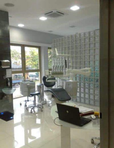 Ściana z pustaków szklanych w gabinecie dentystycznym luksfery SevesGlasspol - realizacje, pustaki szklane