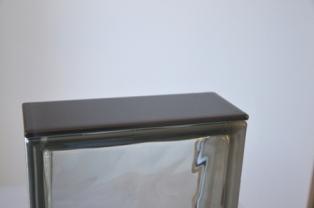 Czarna płytka wykończeniowa do pustaków szklanych luksferów